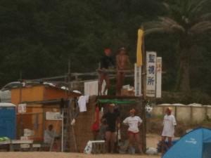 外浦海岸には珍しい黄旗(監視所)、2011/7/18