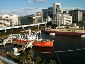 船の科学館展望塔より宗谷と科学未来館を望む