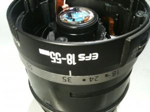 絞りユニット取り出し時の焦点距離。EF-S 18-55mm II USM