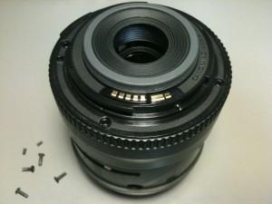 マウント部のネジを外した。EF-S18-55mm F3.5-5.6 II USM