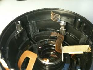 ストッパー上部のエンコーダ・ブラシ。EF-S18-55mm F3.5-5.6 II USM