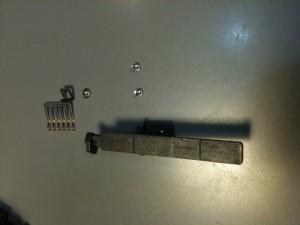 ストッパーとエンコーダ・ブラシを外した。EF-S18-55mm F3.5-5.6 II USM