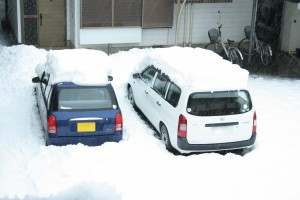 車に積もった雪